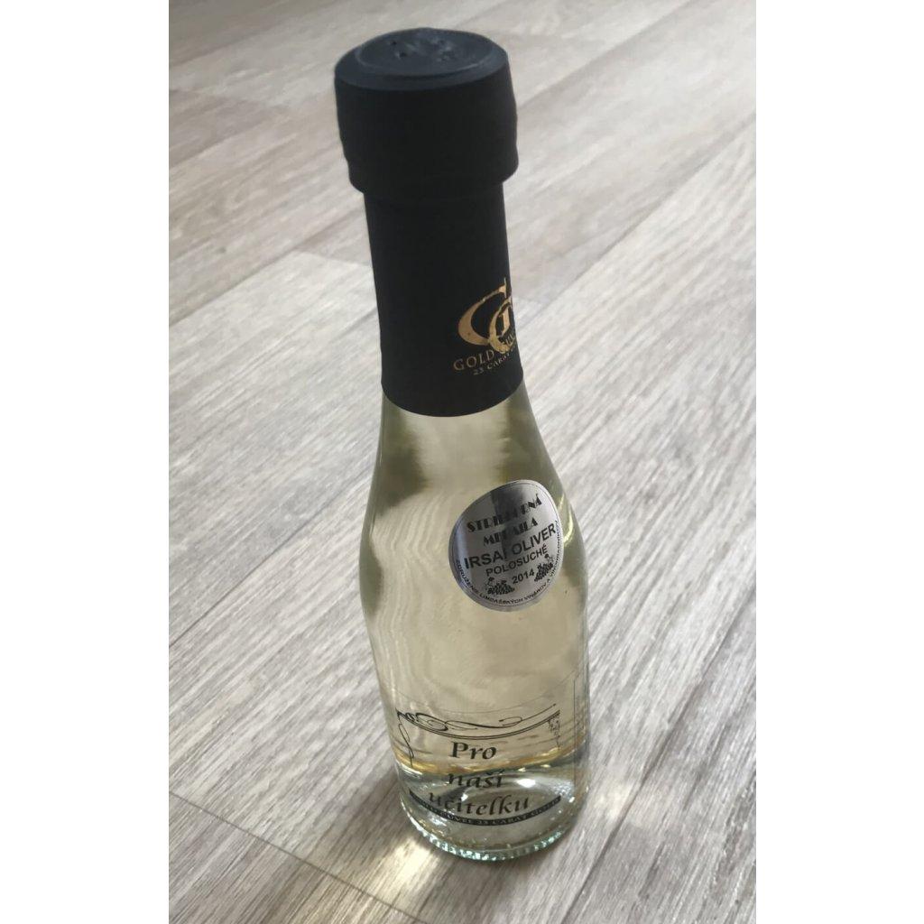 Šumivé víno se zlatem - učitelka