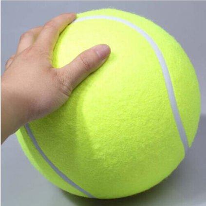 Obria tenisová lopta