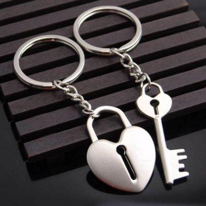 Prívesok na kľúče – srdce a kľúč