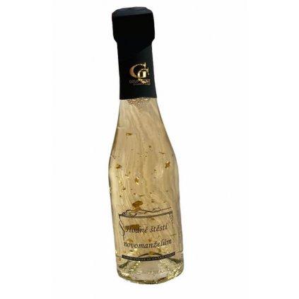Šumivé víno se zlatem Novomanželům