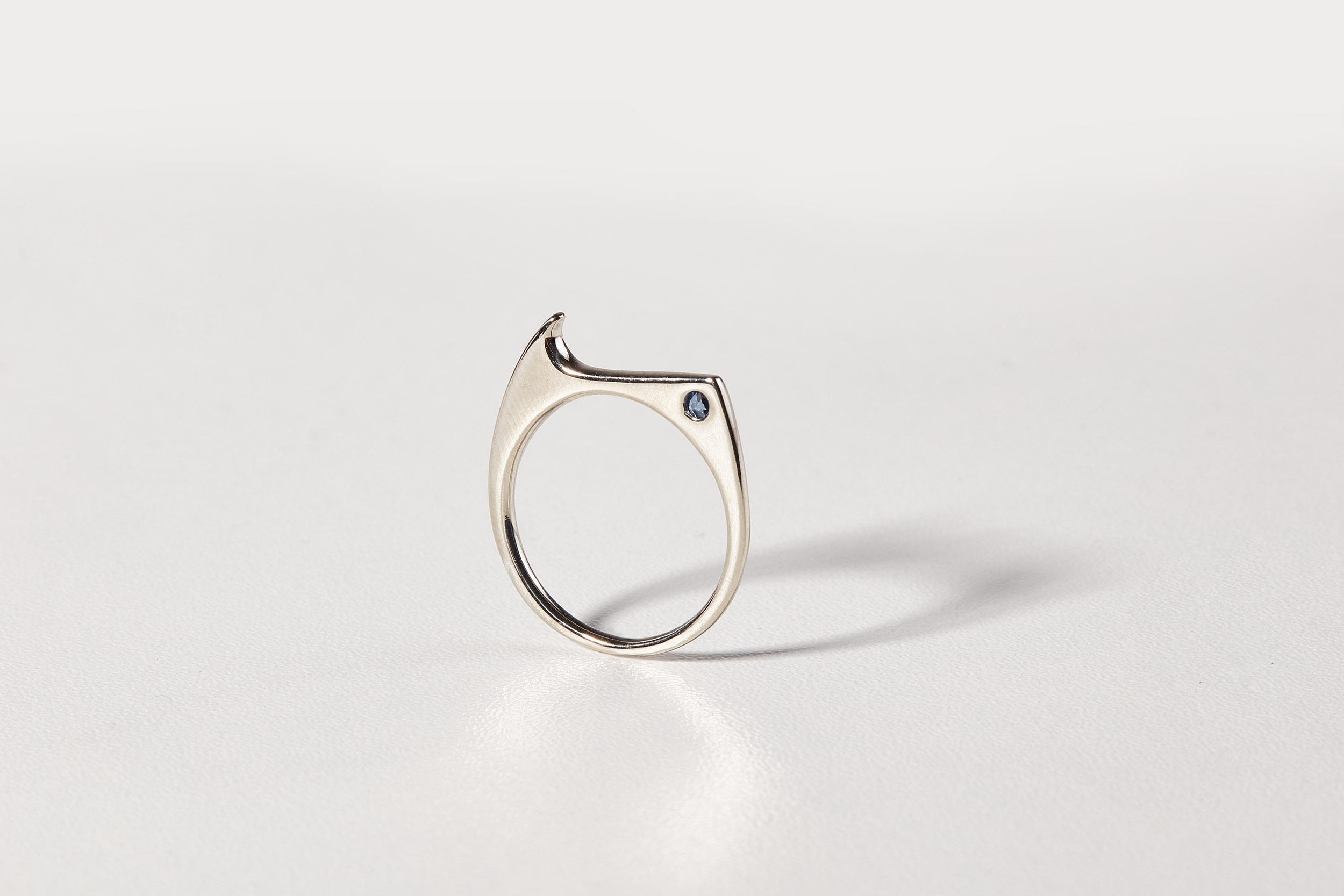 Zásnubní prsten se safírem