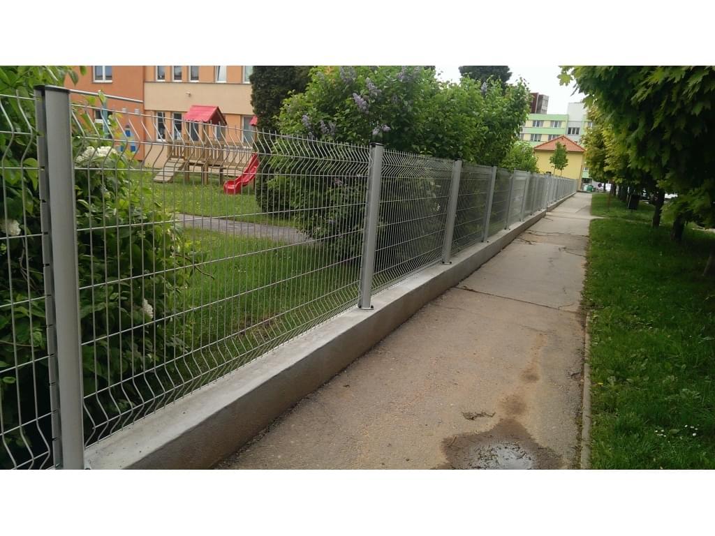 Reference MŠ Humpolec: Svařované panely 3D s posuvnou bránou
