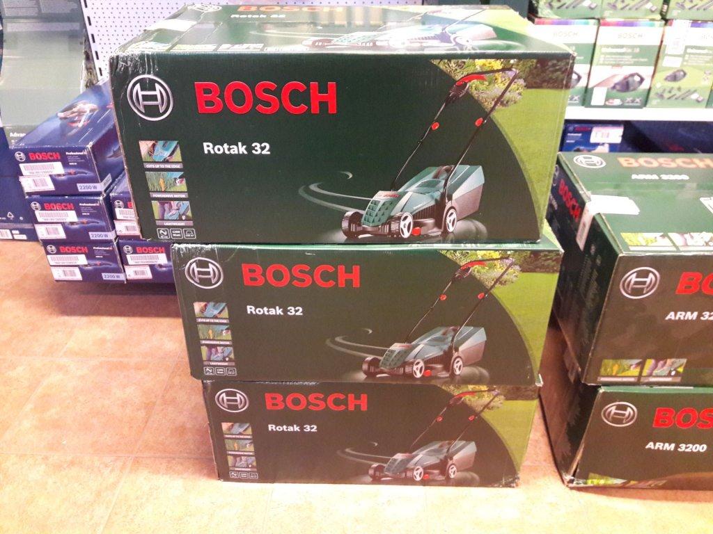 Sekačka na trávu Bosch Rotak 32 - poškozený obal