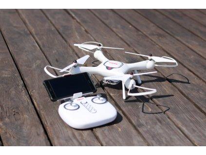 dron kamerával