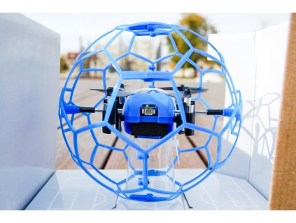 dron v klietke