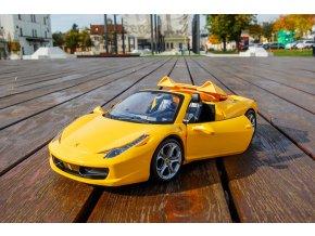 Double Eagle: Ferrari so šesťkanálovým ovládačom (1:14)