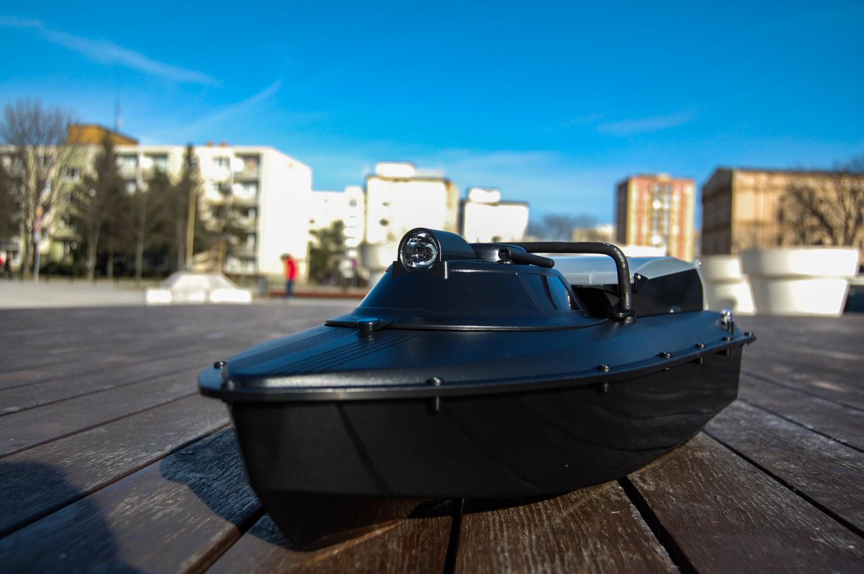 Zavážecí loď se SONAREM na 2kg krmiva 2.4Ghz