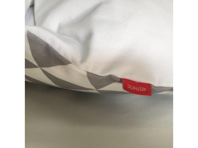 Náhradní povlak na péřovou zavinovačku triangel šedá /bílá 75x75 cm