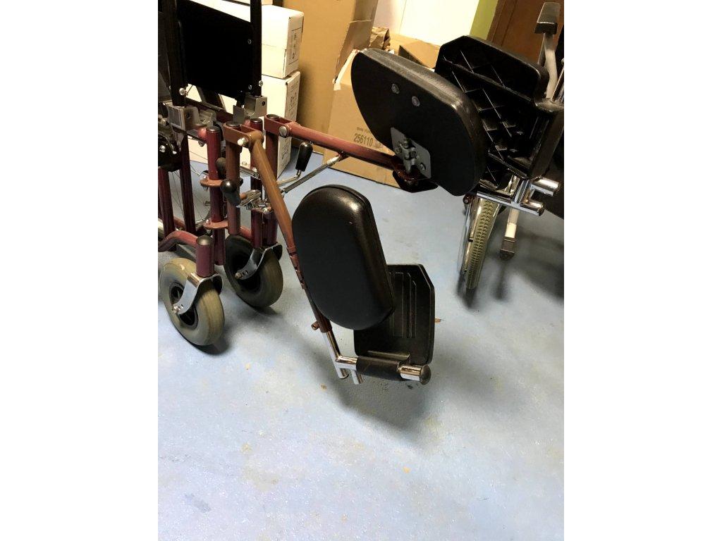 Mechanický vozík MEYRA s polohovacími podnožkami