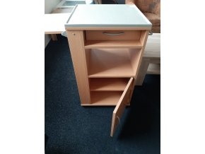 Noční stolek s výklopnou deskou