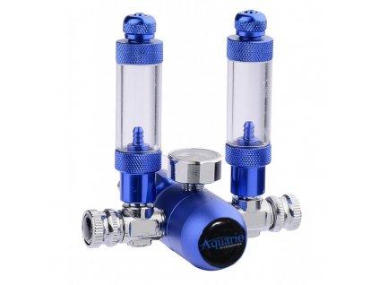 CO2 reduktor s vývody pro dávkování CO2 do dvou akvárií. Je mimořádně přesný v dávkování CO2 a konstrukčně velmi dobře řešený. Reduktor obsahuje dvě počítadla bublin, přesné jehlové ventily a zpětné ventily.  Celé zařízení poskytuje 100% těsnost a vysoce přesné dávkování plynu. Každým jehlovým ventylem lze individuálně nastavit množství odváděného plynu. V krabici najdete také praktický klíč, pomocí kterého můžete snadno dotáhnout redukční ventil CO2.