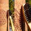 Bambusový zubní kartáček Mobake s aktivním uhlím pohled