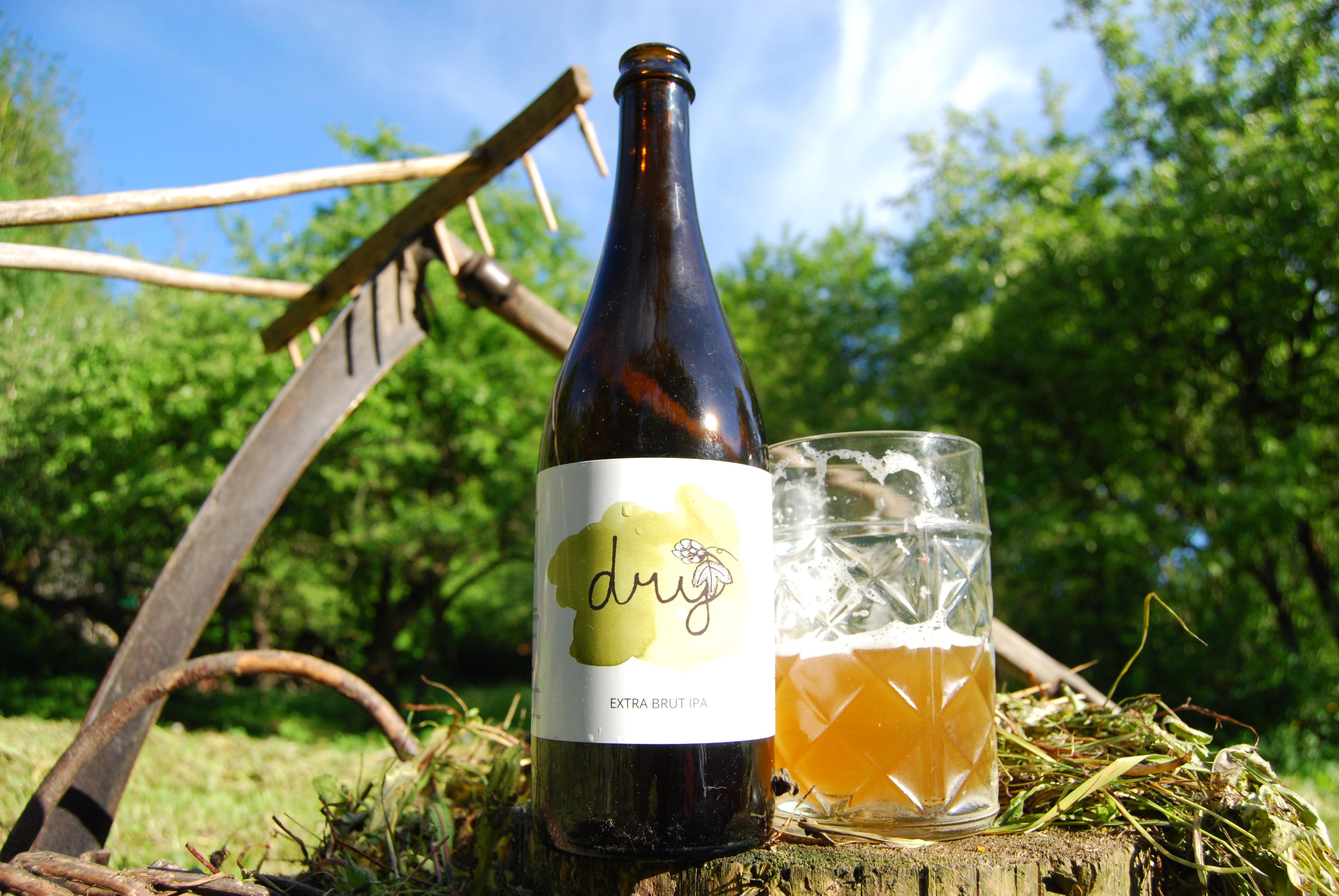 """Recenze: """"Pivní SEKT"""" a sečení trávy? Proč ne - EXTRA DRY IPA pivo Pivečka"""