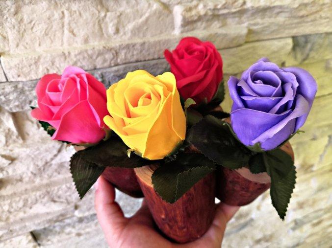 Mýdlová růže v dřevěné vázičce - 4 barvy