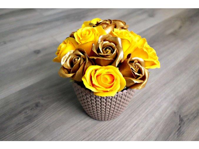 Aranžmá z mýdlových růží - zlatá + žlutá