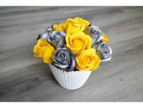 Aranžmá z mýdlových růží - žlutá + stříbrná