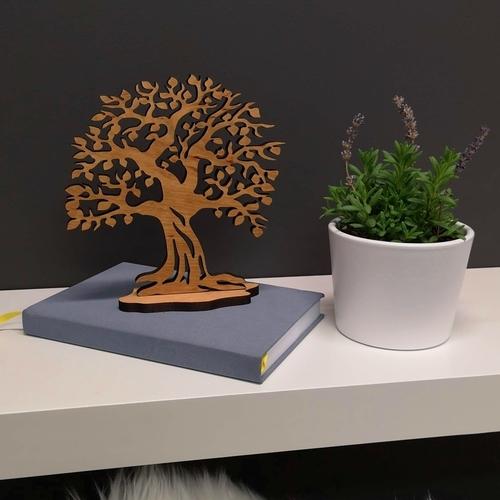 Masivní strom na poliččce