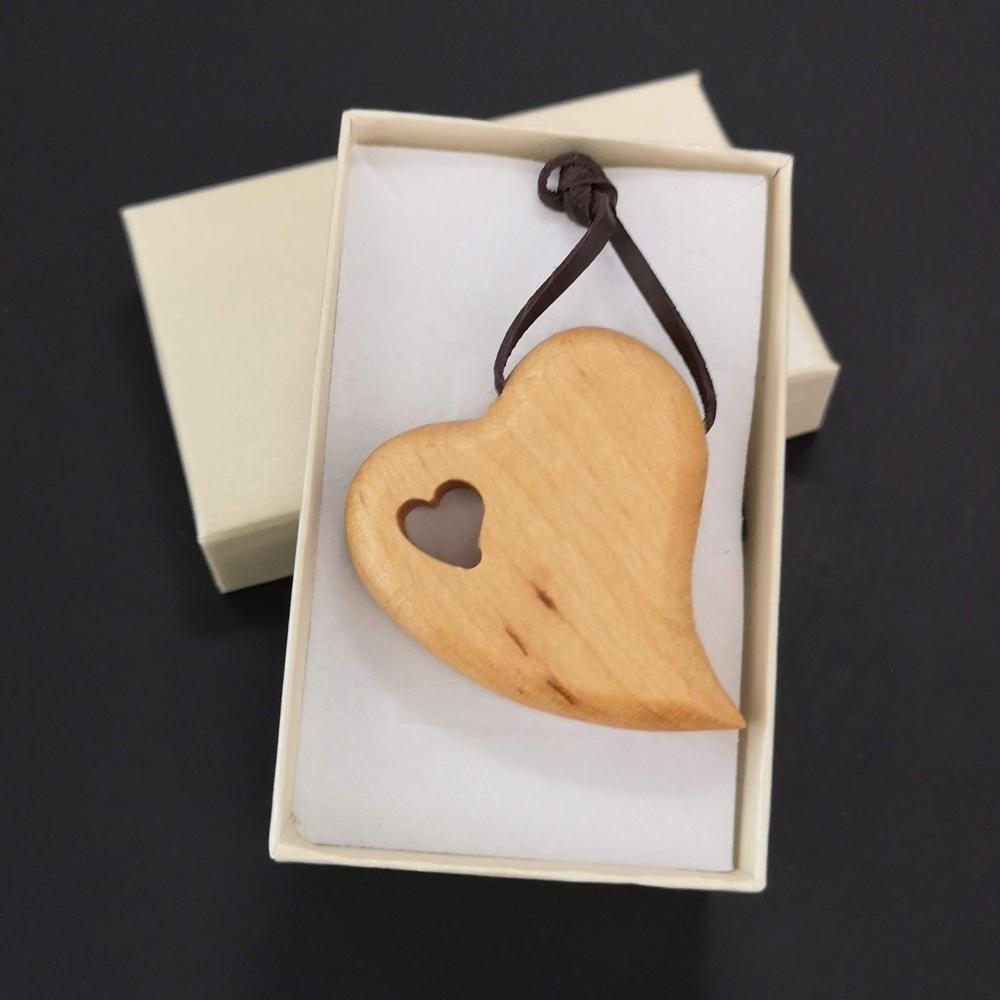 Dřevěné srdce přívěsek