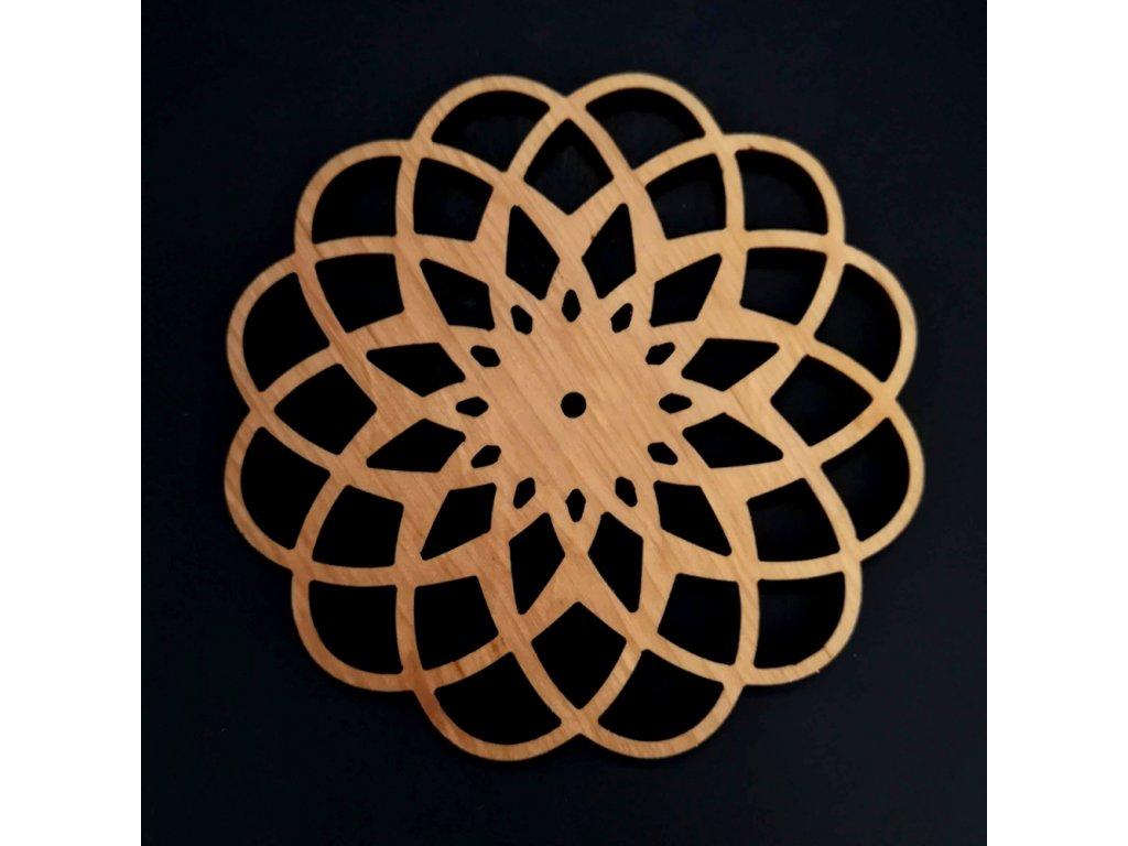 Dřevěný podtácek kulatý ve tvaru mandaly, masivní dřevo, průměr 10 cm