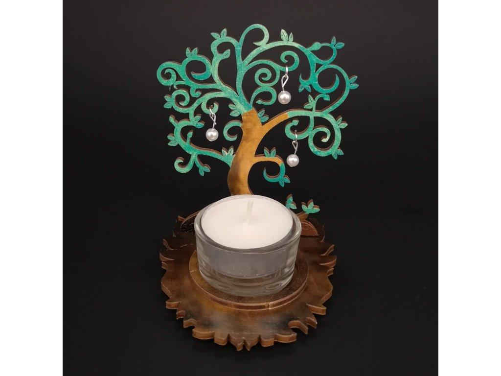 Dřevěný svícen strom zelený s bílými ozdobami, výška 10 cm