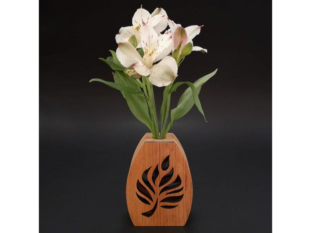 Dřevěná váza oblá s motivem listu, masivní dřevo, výška 12 cm