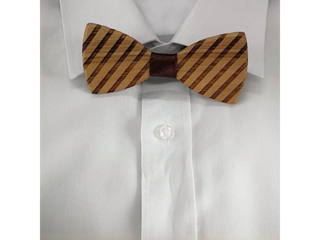 Dřevěný motýlek k obleku - šikmé proužky 11 cm