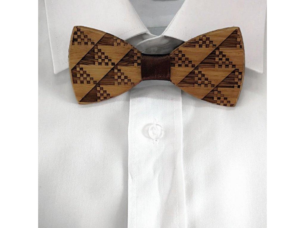 Dřevěný motýlek k obleku - trojúhelníky 11 cm