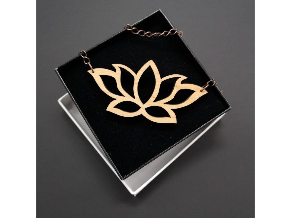 Dřevěný přívěsek na krk lotosový květ, 8x4 cm