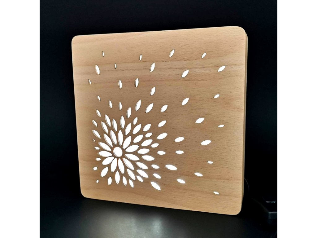 Dřevěná lampička s motivem květu, velikost 20 cm, s LED osvětlením s trafem na 12V
