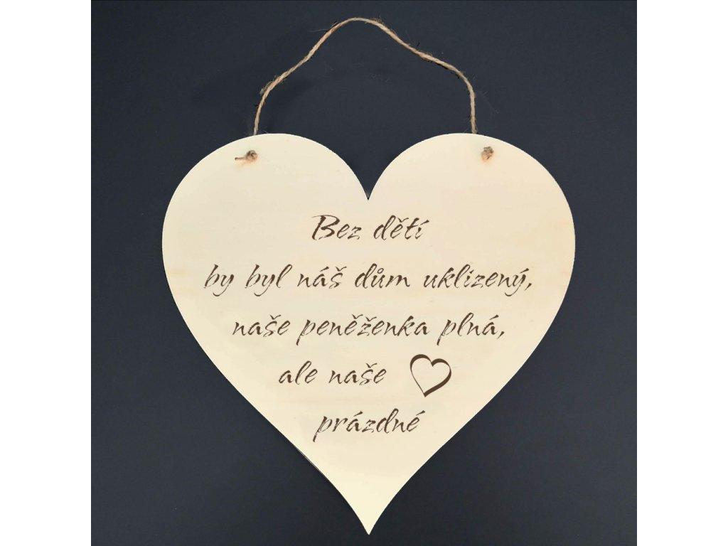 Dřevěné srdce s nápisem Bez dětí by byl náš dům