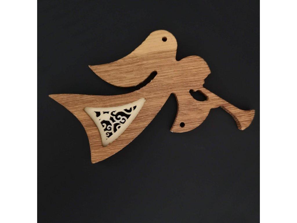 Dřevěná ozdoba z masivu s vkladem - anděl s trumpetou s ornamentem 12 cm