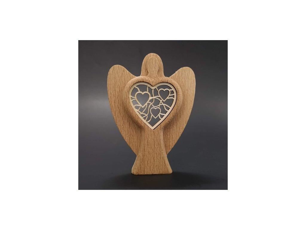 Dřevěný anděl se srdcem