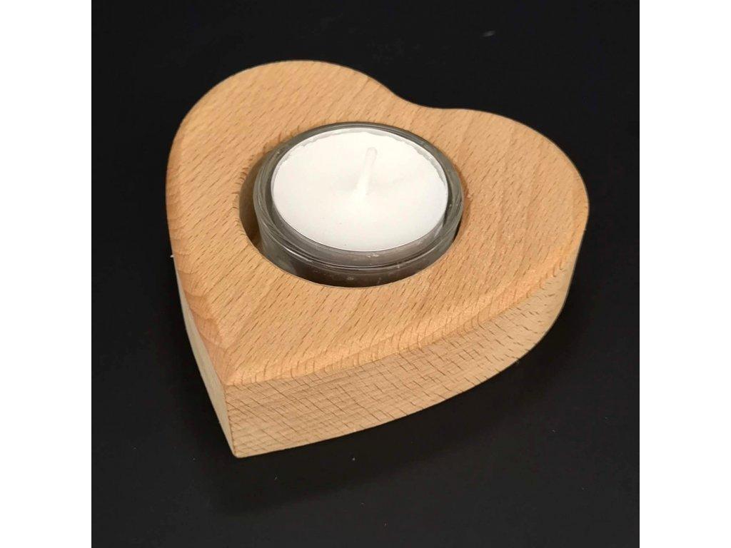 Dřevěný svícen ve tvaru srdce