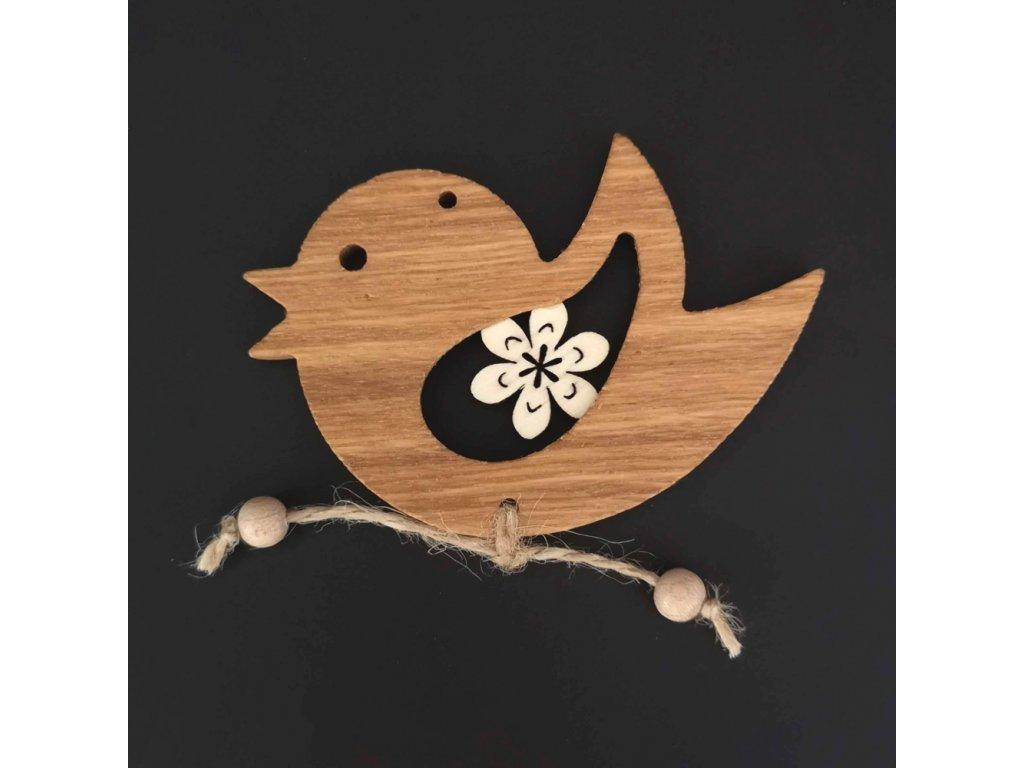 Dřevěná ozdoba z masivu s vkladem - ptáček s kvítkem 9 cm
