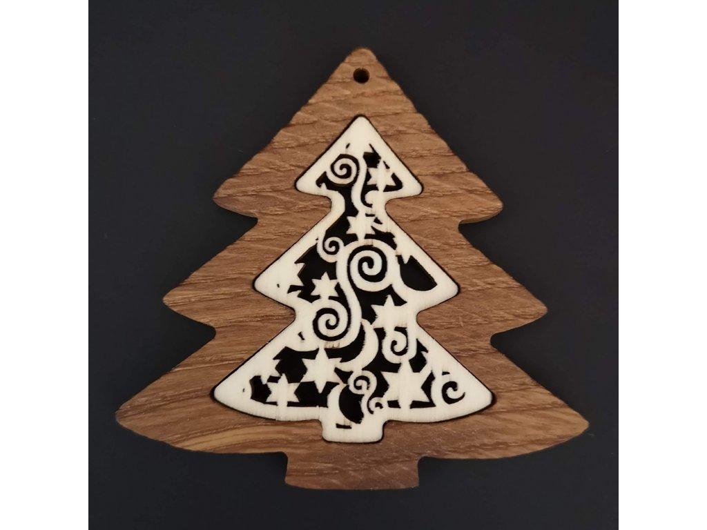 Dřevěná ozdoba z masivu s vkladem - stromek s ornamentem 8 cm