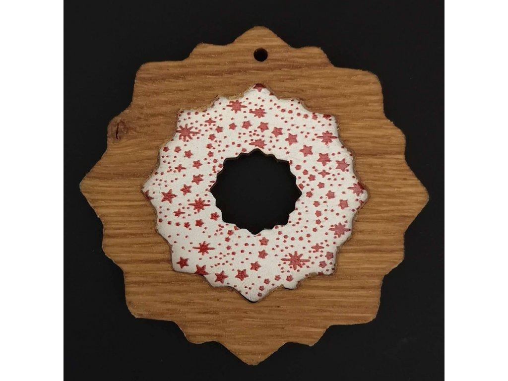 Dřevěná ozdoba z masivu s barevným vkladem - vločka s hvězdami 8 cm