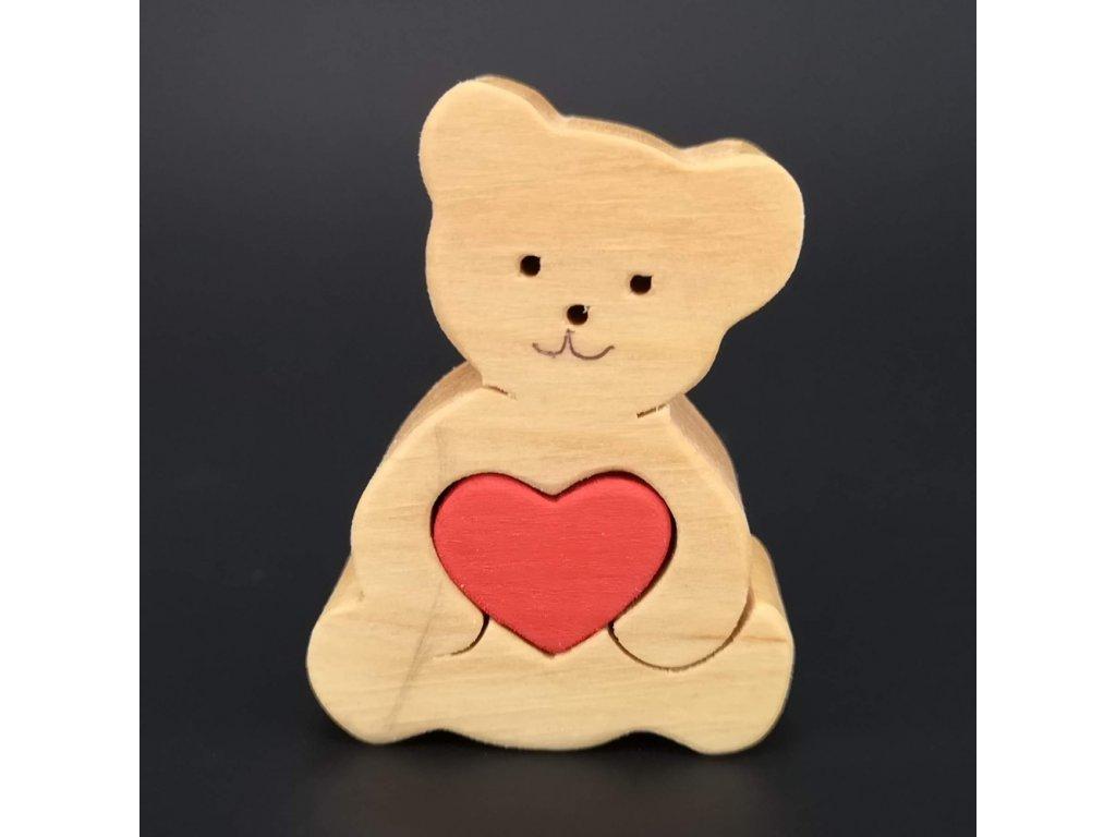Dřevěný medvěd se srdcem, masivní dřevo, 6x4,5x2 cm