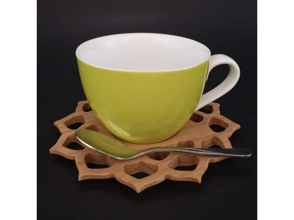 Dřevěný podšálek ve tvaru mandaly se zeleným hrníčkem a lžičkou, masivní dřevo, průměr 15 cm