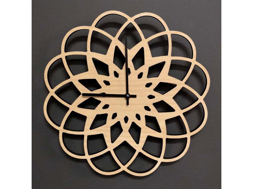 Dřevěné hodiny nástěnné ve tvaru mandaly, masivní dřevo, průměr 30 cm