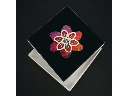 Dřevěná brož červený květ, 5 cm