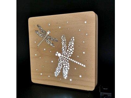 Dřevěná lampička s motivem vážky, velikost 20 cm, s LED osvětlením s trafem na 12V