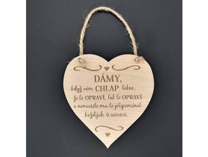Dřevěné srdce s nápisem Dámy, když vám chlap řekne
