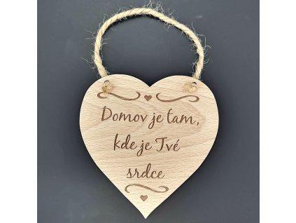 Dřevěné srdce s nápisem Domov je tam, kde je Tvé srdce