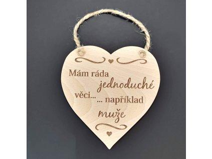 Dřevěné srdce s nápisem Mám ráda jednoduché věci