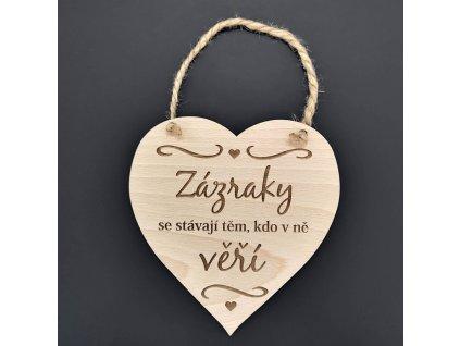 Dřevěné srdce s nápisem Zázraky se stávají těm, kdo v ně věří, masivní dřevo, 16 x 15 cm