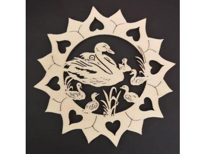 Dřevěná ozdoba slunečnice s labutěmi 10 cm