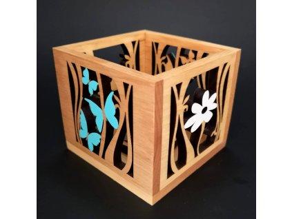 Dřevěný svícen krychle s motivem motýlů a květu, barevný, masivní dřevo, 10x10x10 cm