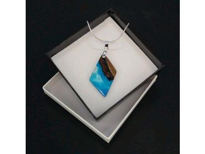 Dřevěný přívěsek na krk z pryskyřice modrý - mix barev