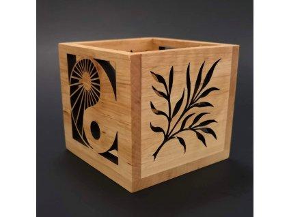 Dřevěný svícen jin - jang a větvičky
