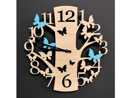 Dřevěné hodiny nástěnné kulaté ve tvaru stromu s barevnými motýly, masivní dřevo, průměr 30 cm